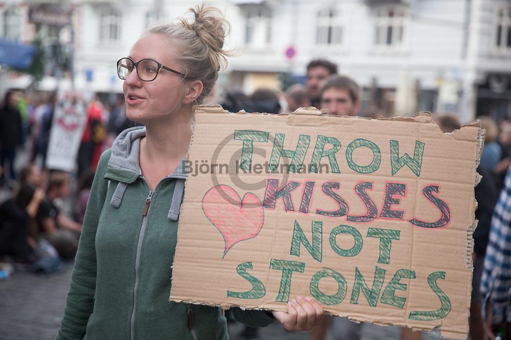 Hamburg, Germany - 08.07.2017<br /> <br /> No G20 protests in Hamburg. <br /> <br /> Anti G20 Proteste in Hamburg. Eine Frau wirbt mit einem Schild im Schanzenviertel fuer friedlichen Protest.<br /> <br /> Photo: Bjoern Kietzmann
