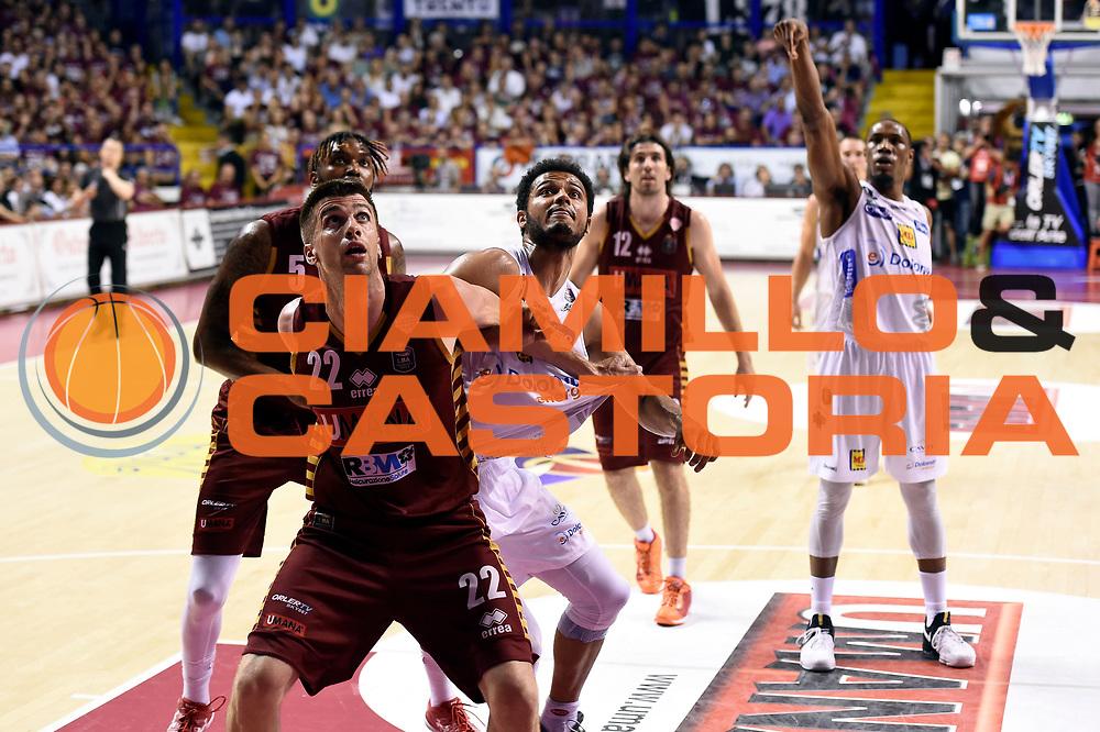 Jeff Viggiano, Shavon Shields<br /> Umana Reyer Venezia - Dolomiti Energia Aquila Basket Trento<br /> Lega Basket Serie A 2016/2017<br /> Playoff, finale gara 2<br /> Venezia, 12/06/2017<br /> Foto M.Ceretti / Ciamillo-Castoria