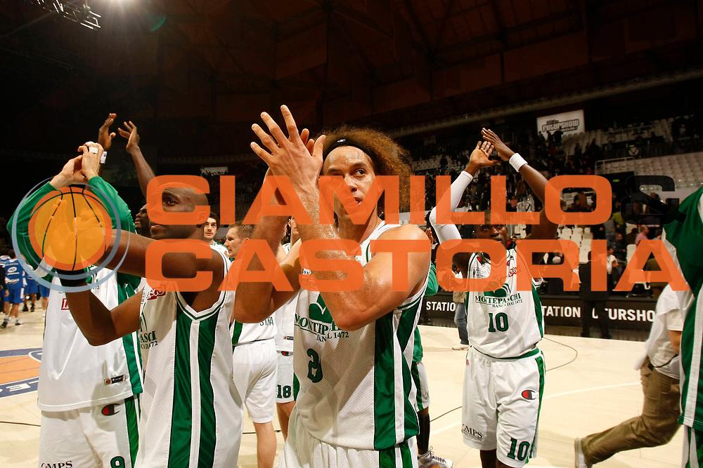 DESCRIZIONE : Bologna Final Eight 2009 Quarti di Finale Montepaschi Siena NGC Cantu<br /> GIOCATORE : Hnery Domercant Shaun Stonerook Romain Sato<br /> SQUADRA : Montepaschi Siena<br /> EVENTO : Tim Cup Basket Coppa Italia Final Eight 2009 <br /> GARA : Montepaschi Siena NGC Cantu<br /> DATA : 20/02/2009 <br /> CATEGORIA : esultanza<br /> SPORT : Pallacanestro <br /> AUTORE : Agenzia Ciamillo-Castoria/P.Lazzeroni<br /> Galleria : Final Eight 2009 <br /> Fotonotizia : Bologna Final Eight 2009 Quarti di Finale Montepaschi Siena NGC Cantu<br /> Predefinita :