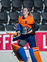 AMSTELVEEN -   keeper Daniëlle Bakker  (Laren)   tijdens   de oefenwedstrijd tussen Amsterdam en Laren dames   COPYRIGHT KOEN SUYK