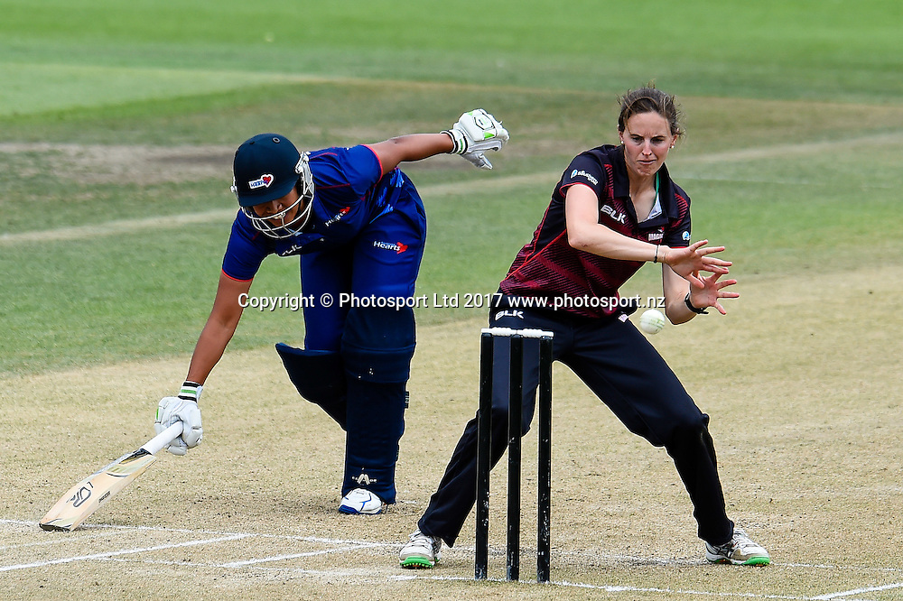 Regina Lili'i of the Auckland Hearts makes it home from Amy Satterthwaite of the Canterbury Magicians during the Womens Domestic One Day Final cricket game, Canterbury V Auckland, Hagley Oval,Christchurch, New Zealand, 12th February 2017.Copyright photo: John Davidson / www.photosport.nz