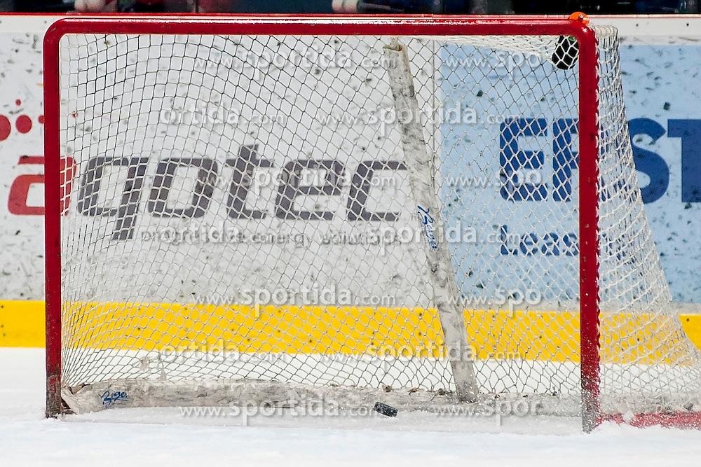 22.03.2016, Ice Rink, Znojmo, CZE, EBEL, HC Orli Znojmo vs EHC Liwest Black Wings Linz, Halbfinale, 5. Spiel, im Bild emty goal // during the Erste Bank Icehockey League 5th semifinal match between HC Orli Znojmo and EHC Liwest Black Wings Linz at the Ice Rink in Znojmo, Czech Republic on 2016/03/22. EXPA Pictures © 2016, PhotoCredit: EXPA/ Rostislav Pfeffer