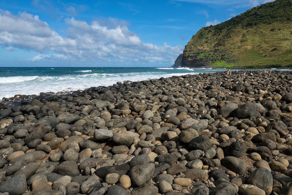 USA, Hawaii, Molokai, tropical,Halawa valley, rocky beach