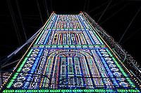 Riproduzione del Tower Bridge di Londra. L' altezza di ciascuna torre è di 37 metri, ed è possibile salirvi, tramite scala interna, fino a 17 metri di altezza.