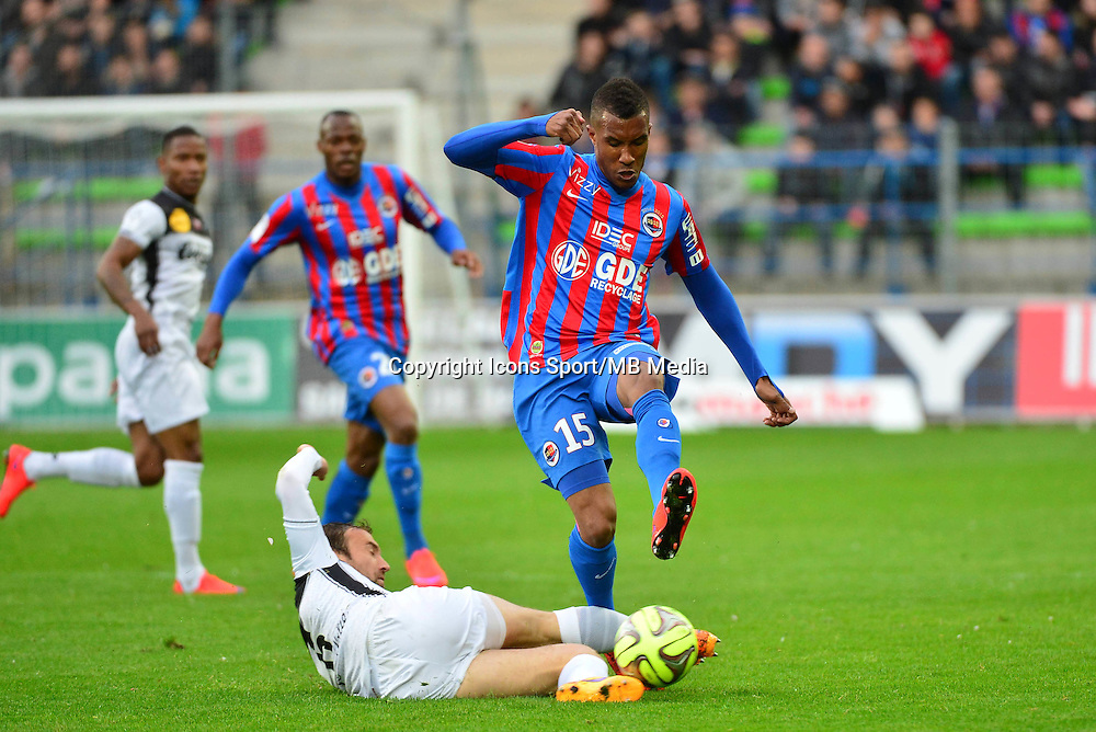 Emmanuel IMOROU / Maxime BACA - 25.04.2015 - Caen / Guingamp - 34eme journee de Ligue 1<br /> Photo : David Winter / Icon Sport