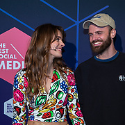 NLD/Amsterdam/20190613 - Inloop uitreiking De Beste Social Awards 2019, Tim Hoffman en partner Lize Korpershoek
