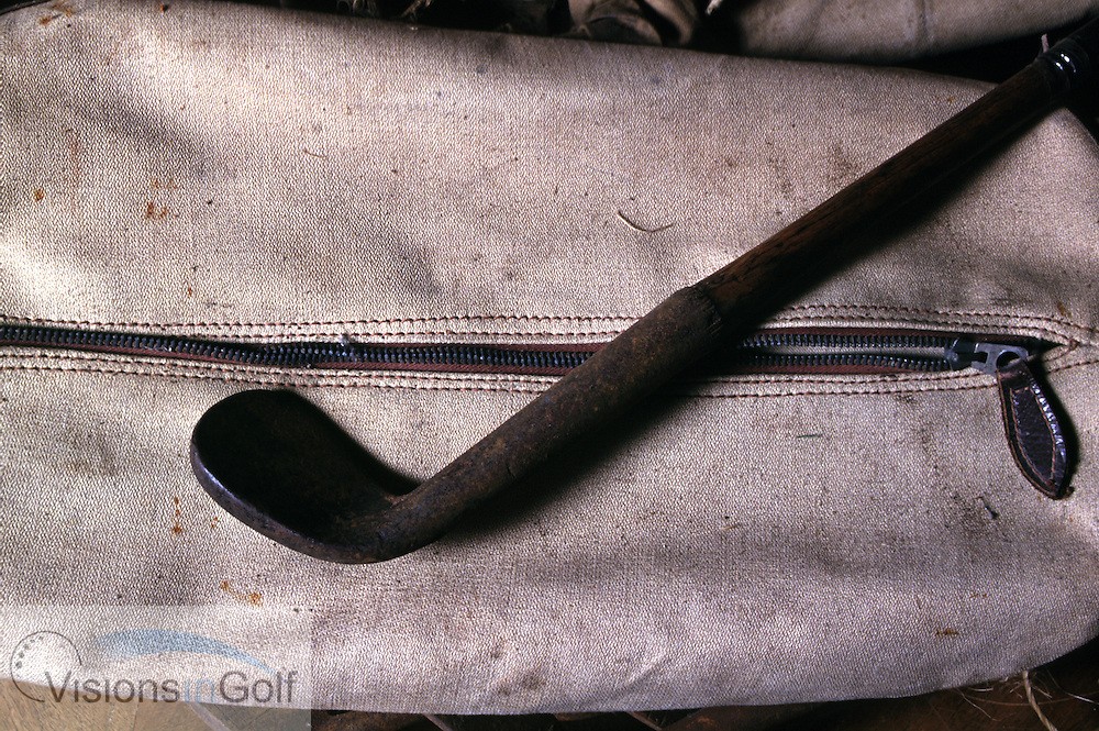 970911/OLD CLUB AND BAG/PHOTO MARK NEWCOMBE<br /> <br /> HICKORY CLUBS AND BAG