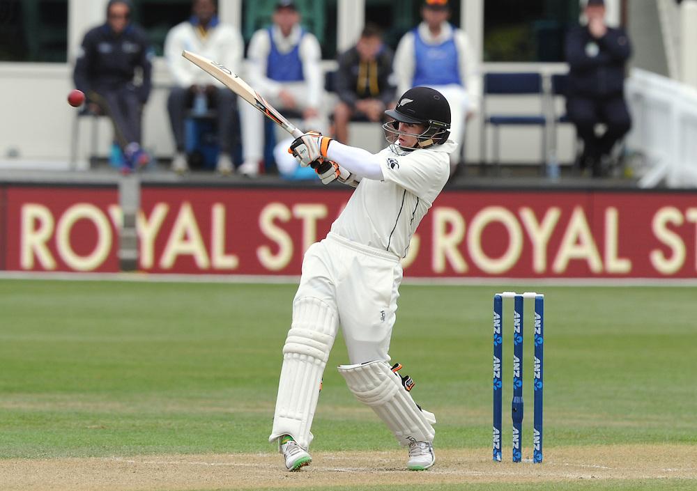 New Zealand's Tom Latham hooks against Sri Lanka on day three of the first International Cricket Test, University Cricket Oval, Dunedin, New Zealand, Saturday, December 12, 2015.Credit:SNPA / Ross Setford