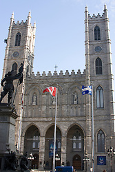 The Notre-Dame parish was founded in 1642 by Paul de Maisonneuve. James O'Donnell was the Basilica's architect. The west tower, called Perseverance, houses the great bell, which weights 10,900Kg. A 10-bell carillon is housed in Temperance, the second tower. Victor Bourgeau designed the interior....A paroquia de Notre-Dame foi fundada em 1642 por Paul de Maisonneuve. James O'Donnell foi o arquiteto da Basilica.  A torre oeste, chamada Perseveranca, abriga um grande sino, que pesa 10.900Kg. A outra torre, Temperanca, abriga um carrilhao de 10 sinos. Victor Bourgeau desenhou o interior..