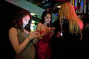 Maddie Mills; Yasmine Mills; Tess Daly, Rodial Beautiful Awards. Sanderson Hotel. 1 February 2011. -DO NOT ARCHIVE-© Copyright Photograph by Dafydd Jones. 248 Clapham Rd. London SW9 0PZ. Tel 0207 820 0771. www.dafjones.com.