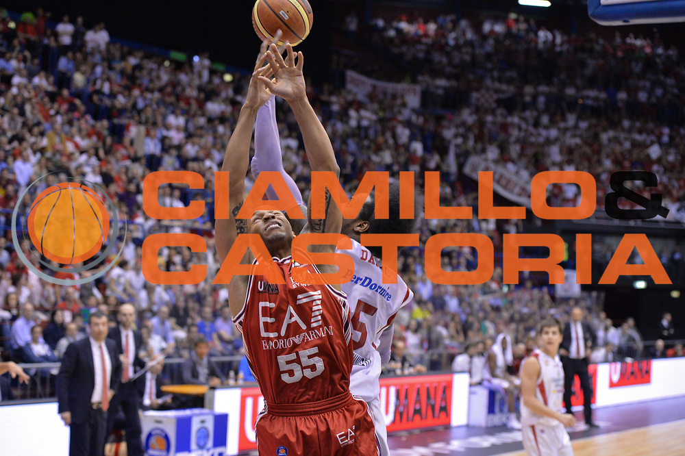 DESCRIZIONE : Campionato 2013/14 Quarti di Finale GARA 5 Olimpia EA7 Emporio Armani Milano - Giorgio Tesi Group Pistoia <br /> GIOCATORE : Curtis Jerrells<br /> CATEGORIA : Rimbalzo<br /> SQUADRA : EA7 Emporio Armani Milano<br /> EVENTO : LegaBasket Serie A Beko Playoff 2013/2014 <br /> GARA : Olimpia EA7 Emporio Armani Milano - Giorgio Tesi Group Pistoia <br /> DATA : 27/05/2014 <br /> SPORT : Pallacanestro <br /> AUTORE : Agenzia Ciamillo-Castoria / I.Mancini <br /> Galleria : LegaBasket Serie A Beko Playoff 2013/2014 <br /> Fotonotizia : Campionato 2013/14 Quarti di Finale GARA 5 Olimpia EA7 Emporio Armani Milano - Giorgio Tesi Group Pistoia Predefinita :