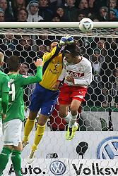 27.11.2011, Weser Stadion, Bremen, GER, 1.FBL, Werder Bremen vs VFB Stuttgart, im Bild Tim Wiese (SV Werder Bremen) im Luftzweikampf mit Martin Harnik (VfB Stuttgart) // during the Match GER, 1.FBL, Werder Bremen vs VFB Stuttgart, Weser Stadion, Bremen, Germany, on 2011/11/27EXPA Pictures © 2011, PhotoCredit: EXPA/ nph/ SielskiSielski..***** ATTENTION - OUT OF GER, CRO *****
