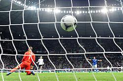 FUSSBALL  EUROPAMEISTERSCHAFT 2012   HALBFINALE Deutschland - Italien              28.06.2012 Torwart Manuel Neuer (Deutschland) ist geschlagen. Es steht 2:0