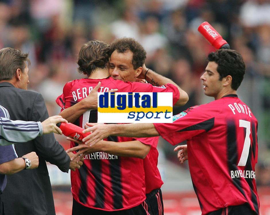 Fotball<br /> Foto: Witters/Digitalsport<br /> NORWAY ONLY<br /> <br /> Bundesliga 2004/2005<br /> 1:0 Jubel Dimitar  BERBATOV - FRANCA - Robsen PONTE<br /> Bundesliga Bayer 04 Leverkusen - FC Bayern M&uuml;nchen 4:1