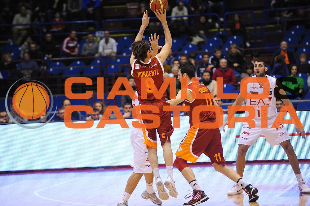 DESCRIZIONE : Milano Lega A 2011-12 EA7 Emporio Armani Milano Acea Roma<br /> GIOCATORE : Marco Mordente<br /> CATEGORIA : Tiro<br /> SQUADRA : Acea Roma<br /> EVENTO : Campionato Lega A 2011-2012<br /> GARA : EA7 Emporio Armani Milano Acea Roma<br /> DATA : 03/01/2012<br /> SPORT : Pallacanestro<br /> AUTORE : Agenzia Ciamillo-Castoria/A.Dealberto<br /> Galleria : Lega Basket A 2011-2012<br /> Fotonotizia : Milano Lega A 2011-12 EA7 Emporio Armani Milano Acea Roma<br /> Predefinita :
