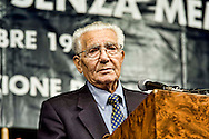 Roma, 16 Ottobre 2013<br /> Commemorazione per le deportazioni degli ebrei dal ghetto di Roma del 16 ottobre 1943. Enzo Camerino uno dei due sopravvisuti al 16 ottobre del 1943 ancora in vita<br /> Rome, 16 October 2013<br /> 70/o anniversary, Rome remembers October 16 1943,when over a thousand Roman Jews,and among them 350 children,were driven from their homes.An official ceremony and candlelight vigil is organized by the Community of Sant'Egidio and the Jewish Community. Enzo Camerino one of the two survivors to 16 October 1943, still alive