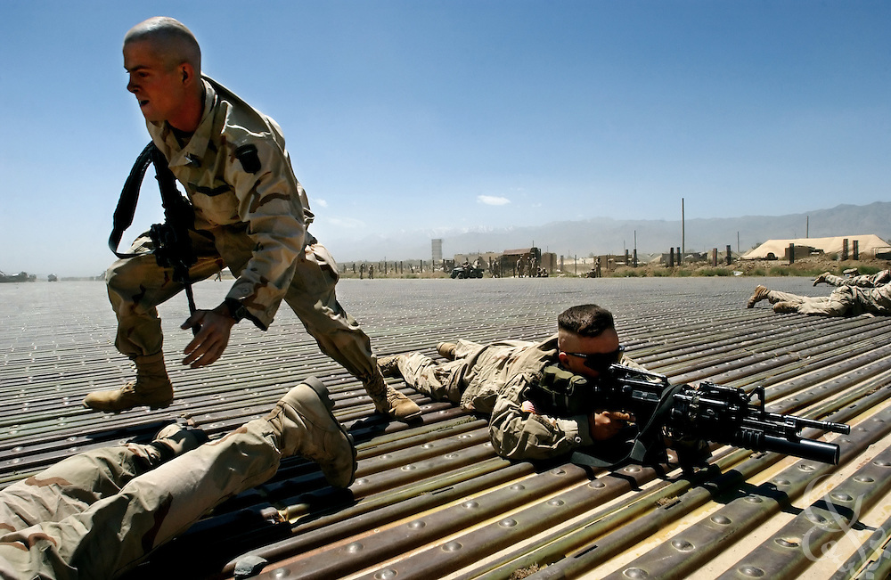 Members of the U.S. Army 101st Airborne Division 2nd Batallion, 187 regiment conduct drills May 18, 2002 at Bagram airbase in Afghanistan.
