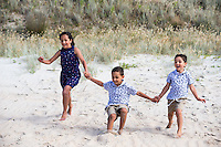 family photography portraits for rekha and damian whitianga kuaotunu coromandel photos by felicity jean photography