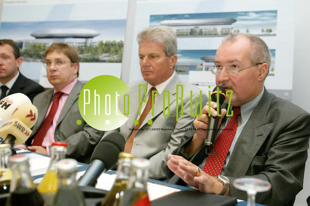 Mannheim. Dorint Hotel. Pressekonferenz zur Mannheim Arena. OB Widder und Dietmar Hopp stellen Konzept und das Modell der &Ouml;ffentlichkeit vor.<br /> <br /> Bild: Pro&szlig;witz