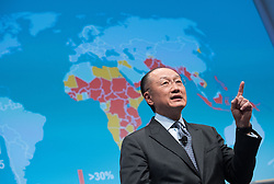"""17.11.2016, Sofiensäle, Wien, AUT, BMF, Diskussionsveranstaltung des Finanzministeriums """"Finanz im Dialog"""", im Bild Präsident der Weltbank Jim Yong Kim // President of the World Bank Jim Yong Kim during discussion meeting of the Austrian Finance Ministry with topic """"Global Challenges to Prosperous Future"""" in Vienna, Austria on 2016/11/17, EXPA Pictures © 2016, PhotoCredit: EXPA/ Michael Gruber"""