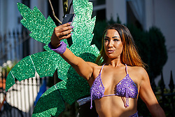 © Licensed to London News Pictures. 29/08/2016. London, UK. Chloe Kempley enjoys the second day of Notting Hill Carnival in west London, Monday 29 August 2016. Photo credit: Tolga Akmen/LNP