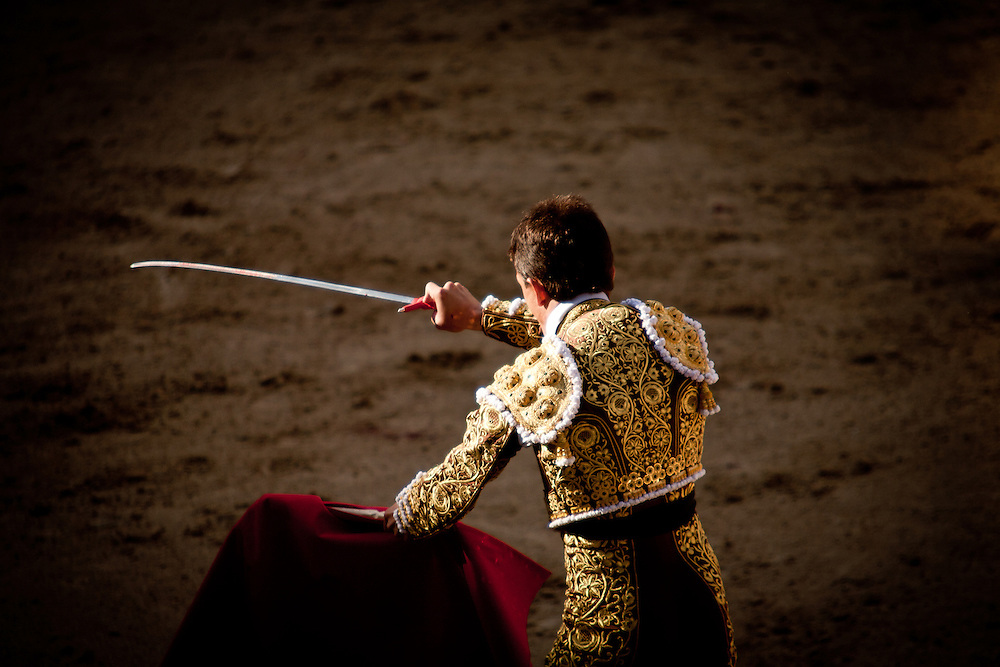 punta de muerte: this is the last act of the fight when the matador gives the killer blow to the bull