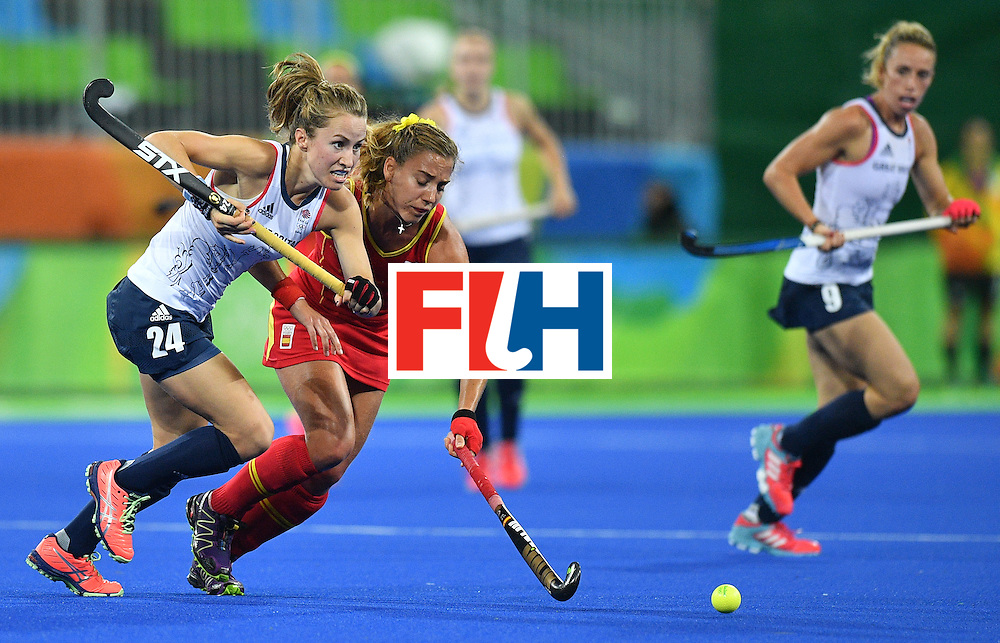 Britain's Shona McCallin (L) vies with Spain's Cristina Guinea during the women's quarterfinal field hockey Britain vs Spain match of the Rio 2016 Olympics Games at the Olympic Hockey Centre in Rio de Janeiro on August 15, 2016. / AFP / Carl DE SOUZA        (Photo credit should read CARL DE SOUZA/AFP/Getty Images)