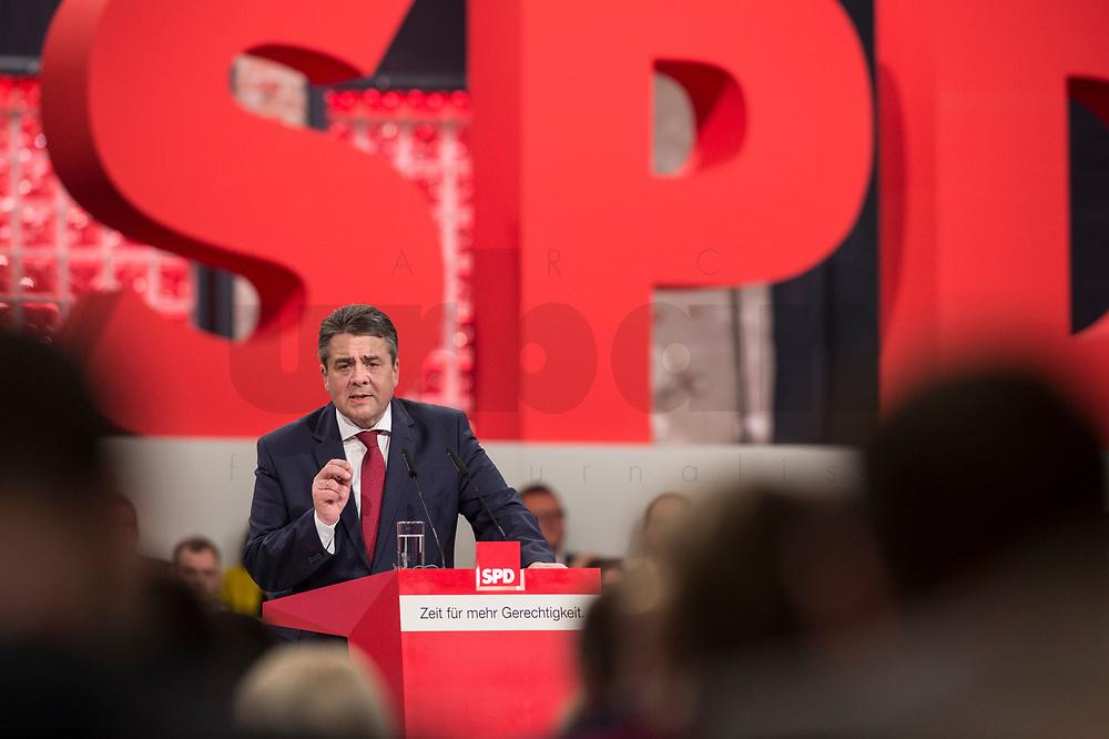 19 MAR 2017, BERLIN/GERMANY:<br /> Sigmar Gabriel, SPD, Bundesaussenminister und scheidender SPD Parteivorsitzender haelt seine Abschiedsrede, a.o. Bundesparteitag, Arena Berlin<br /> IMAGE: 20170319-01-006<br /> KEYWORDS: party congress, social democratic party, speech