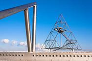 DEU, Germany, North Rhine-Westphalia, Ruhr area, Bottrop, <br /> tetrahedron on the heap Emscherblick, 50 meter high observation deck, steel pyramid.<br /> <br /> DEU, Deutschland, Nordrhein-Westfalen, Ruhrgebiet, Bottrop, der Tetraeder auf der Halde Emscherblick, 50 Meter hohe Aussichtsplattform, Stahlpyramide.