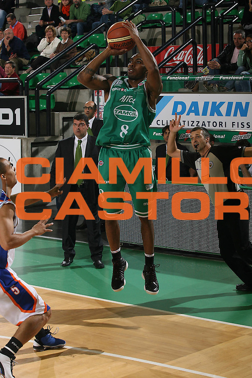 DESCRIZIONE : Treviso Lega A1 2007-08 Benetton Treviso Tisettanta Cantu <br /> GIOCATORE : Lionel Chalmers <br /> SQUADRA : Benetton Treviso<br /> EVENTO : Campionato Lega A1 2007-2008 <br /> GARA : Benetton Treviso Tisettanta Cantu <br /> DATA : 20/10/2007 <br /> CATEGORIA : Tiro<br /> SPORT : Pallacanestro <br /> AUTORE : Agenzia Ciamillo-Castoria/M.Marchi