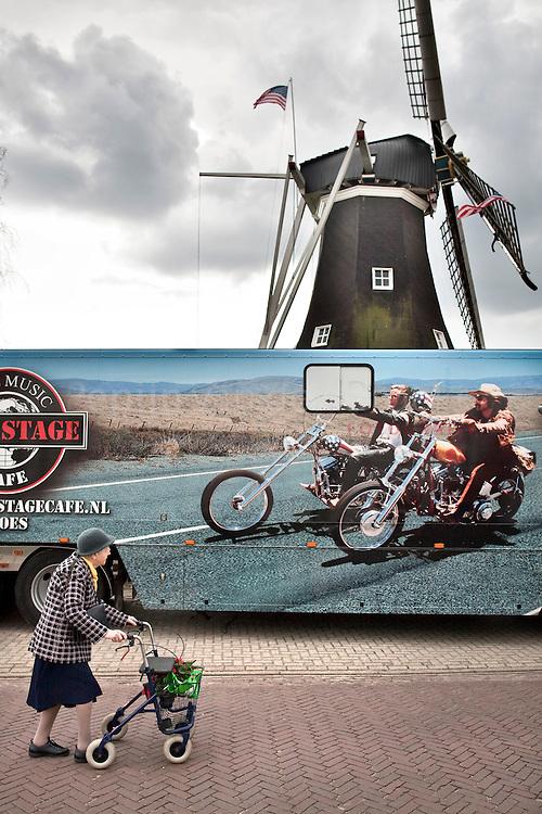Nederland, Rolde 20100405. Amerikaanse markt. foto: Pepijn van den Broeke