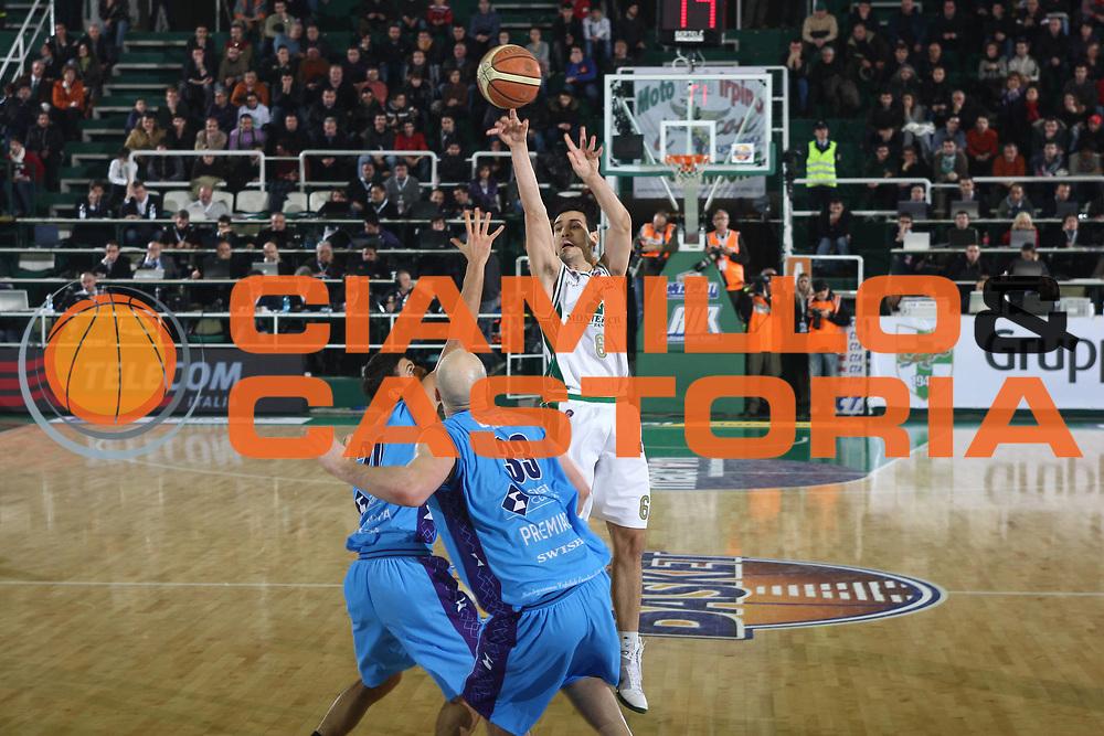 DESCRIZIONE : Avellino Final 8 Coppa Italia 2010 Quarto di Finale Montepaschi Siena Sigma Coatings Montegranaro<br /> GIOCATORE : Nikolaos Zisis<br /> SQUADRA : Montepaschi Siena <br /> EVENTO : Final 8 Coppa Italia 2010 <br /> GARA : Montepaschi Siena Sigma Coatings Montegranaro<br /> DATA : 19/02/2010<br /> CATEGORIA : tiro<br /> SPORT : Pallacanestro <br /> AUTORE : Agenzia Ciamillo-Castoria/C.De Massis<br /> Galleria : Lega Basket A 2009-2010 <br /> Fotonotizia : Avellino Final 8 Coppa Italia 2010 Quarto di Finale Montepaschi Siena Sigma Coatings Montegranaro<br /> Predefinita :