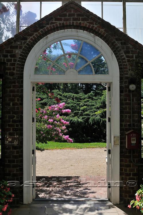 View form open door