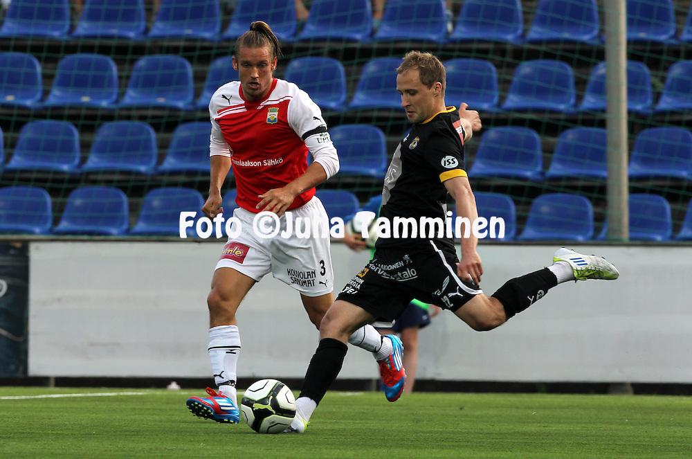 8.7.2012, Saviniemen stadion, Myllykoski, Kouvola..Veikkausliiga 2012..Myllykosken Pallo-47 - Kuopion Palloseura..Sander Puri (KuPS) v Tommi Vesala (MYPA).
