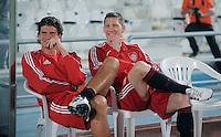 Fussball 1. Bundesliga  Saison   2010/2011   08.01.2011 FC Bayern Muenchen -  Al Wakrah Sport Club FC Bayern Bank; Mario Gomez (li) und   Bastian Schweinsteiger