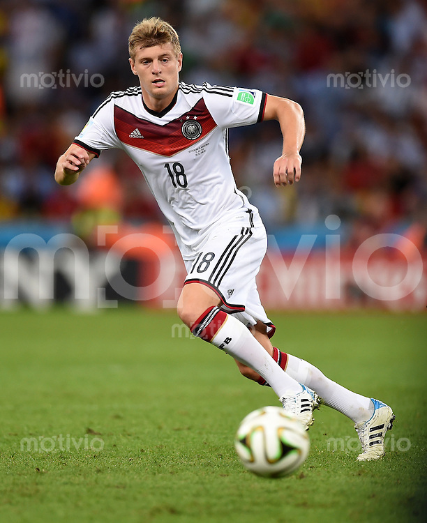 FUSSBALL WM 2014                FINALE Deutschland - Argentinien     13.07.2014 Toni Kroos (Deutschland) am Ball