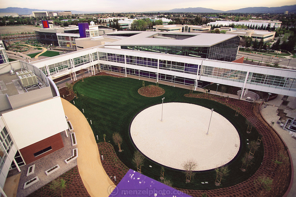 Silicon Valley, California; Silicon Graphics Headquarters, in Mountain View. 900,000 square feet on 21.6 acres leased from the City of Mountain View. Architect was Studios Architecture in San Francisco. (1999).