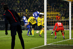 18.02.2016, Signal Iduna Stadion, Dortmund, GER, UEFA EL, Borussia Dortmund vs FC Porto, Sechzehntelfinale, Hinspiel, im Bild Der Schiedsrichterassistent beobachtet Brahimi (#8, FC Porto), Sokratis Papastathopoulos (#25, Borussia Dortmund), Aboubakar (#9, FC Porto) Mats Hummels (#15, Borussia Dortmund) vor dem Tor von Roman Buerki (#38, TW, Borussia Dortmund) // during the UEFA Europa League Round of 32, 1st Leg match between Borussia Dortmund and FC Porto at the Signal Iduna Stadion in Dortmund, Germany on 2016/02/18. EXPA Pictures © 2016, PhotoCredit: EXPA/ Eibner-Pressefoto/ Deutzmann<br /> <br /> *****ATTENTION - OUT of GER*****