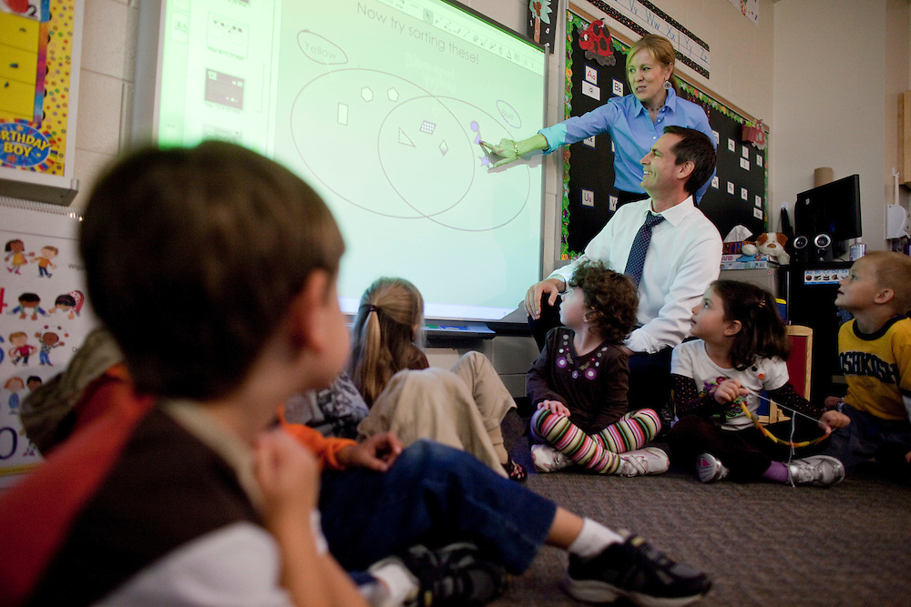 London, Ontario ---10-10-08---  Premier Dalton McGuinty is instructed on the use of a smart-board by kindergarten teacher Jennifer Lefteris during a visit to the new full day kindergarten classes at Stoney Creek Public School in London, Ontario, October 8, 2010. <br /> GEOFF ROBINS The Globe and Mail