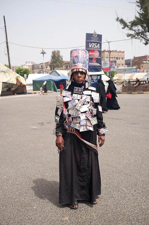 Turmoil in Yemen: ASIA, YEMEN, SANA, 21.06.2011: Pro-government activist at Tahrir Square in central Sana.
