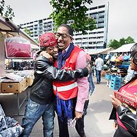 Nederland, Amsterdam , 29 mei 2010..John Leerdam  op de zaterdag markt in de wijk  Ganzenhoef in Amsterdam Zuid Oost voert zijn eigen campagne voor de PvdA..Foto:Jean-Pierre Jans