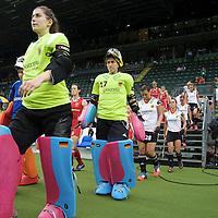 DEN HAAG - Rabobank Hockey World Cup<br /> 29 Germany - England<br /> Foto: Teams coming up.<br /> COPYRIGHT FRANK UIJLENBROEK FFU PRESS AGENCY