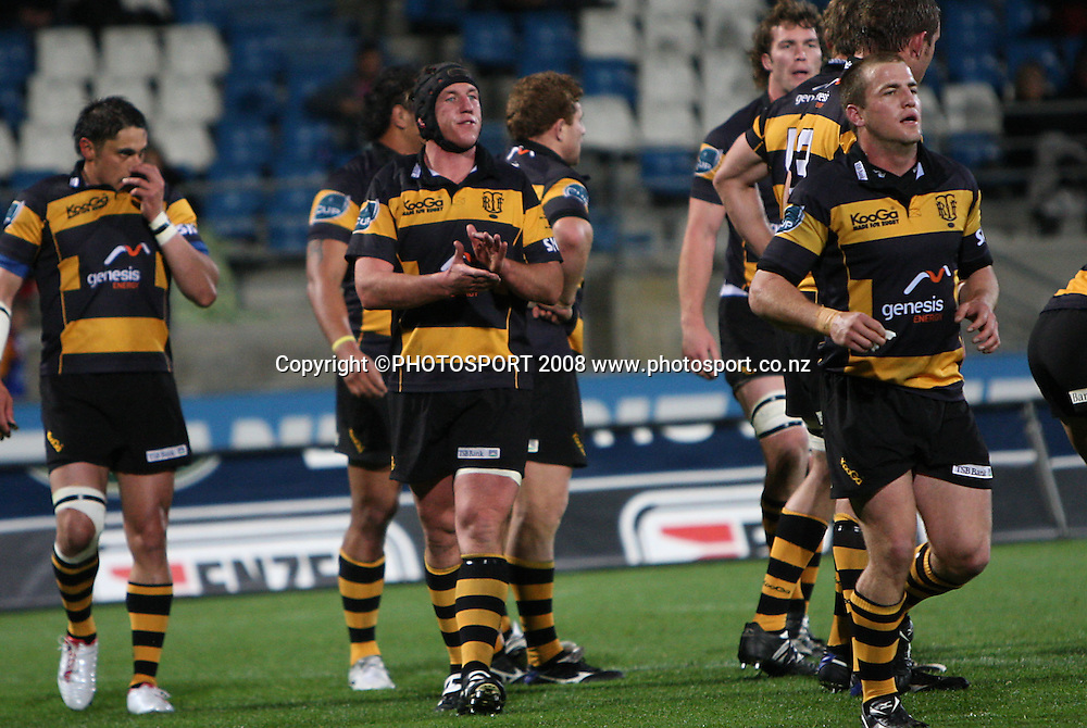 Taranaki captain Tony Penn encourages his team.<br /> Air NZ Cup, Otago v Taranaki, Carisbrook, Dunedin, Friday 19 September 2008. Photo: Rob Jefferies/PHOTOSPORT