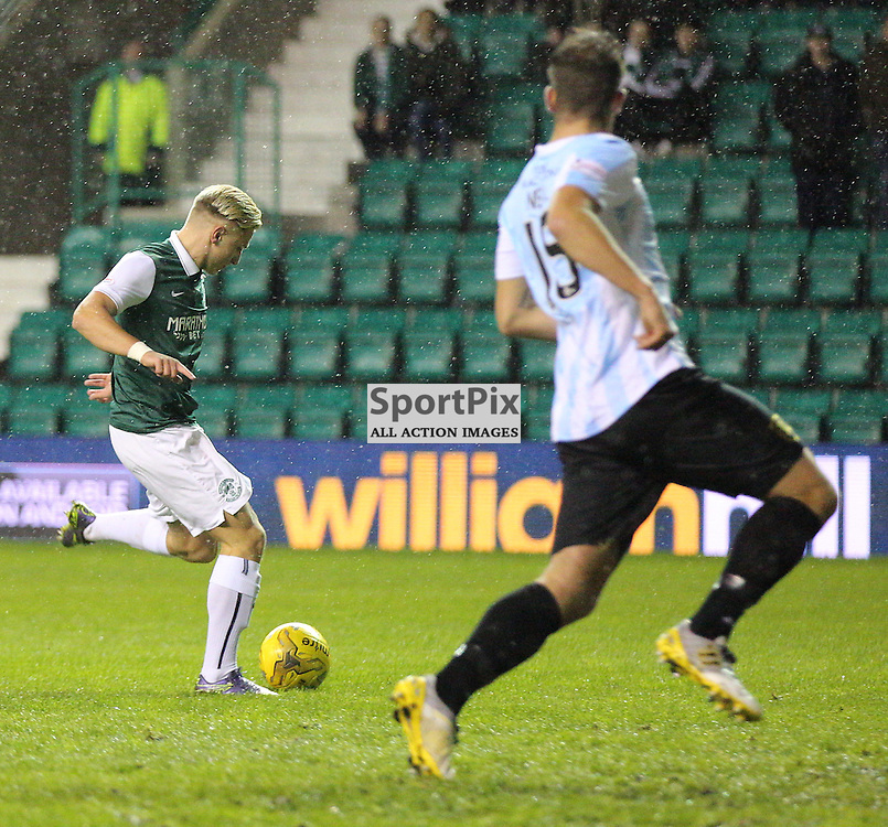 Hibernian v Livingston Scottish Championship 17 November 2015; Jason Cummings (Hibernian, 35) shoots wide during the Hibernian v Livingston Scottish Championship match played at Easter Road Stadium, Edinburgh; <br /> <br /> <br /> <br /> &copy; Chris McCluskie | SportPix.org.uk