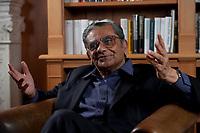 31 MAY 2010, BERLIN/GERMANY:<br /> Jagdish Natwarlal Bhagwati, indischer Oekonom und Professor fuer Politik und Wirtschaft an der Columbia University, waehrend einem Interview, Bibiothek der American Academy<br /> IMAGE: 20100531-02-002<br /> KEYWORDS: Jagdish Bhagwati, Ökonom
