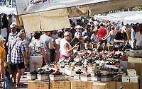 FRANKRIJK - BANDOL - kramen op de  markt van Bandol , aan de Franse zuidkust    ANP COPYRIGHT KOEN SUYK