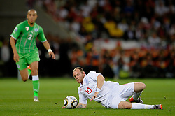 18.01.2010, Green Point Stadium, Cape Town, RSA, FIFA WM 2010, England (ENG) vs Algeria (ALG), im Bild Wayne Rooney of England slips on the pitch under no pressure. EXPA Pictures © 2010, PhotoCredit: EXPA/ IPS/ Marc Atkins / SPORTIDA PHOTO AGENCY
