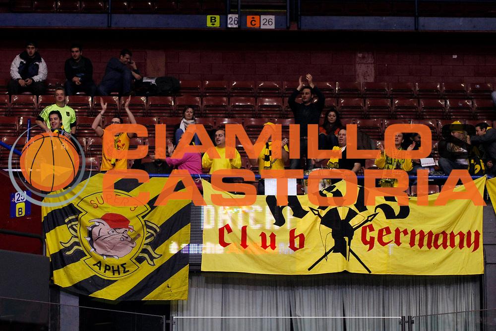DESCRIZIONE : Milano Eurolega 2007-08 Armani Jeans Milano Aris Salonicco<br /> GIOCATORE : Tifosi Supporters<br /> SQUADRA : Aris Salonicco<br /> EVENTO : Eurolega 2007-2008 <br /> GARA : Armani Jeans Milano Aris Salonicco<br /> DATA : 16/01/2008 <br /> CATEGORIA :<br /> SPORT : Pallacanestro <br /> AUTORE : Agenzia Ciamillo-Castoria/G.Cottini