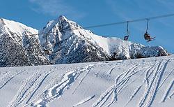 THEMENBILD - Freizeitsportler in einem Sessellift, aufgenommen am 28. Jaenner 2017, Seefeld, Österreich // Leisure sportsman in a chairlift go up opn the Mountain to skiing in Seefeld, Austria on 2017/01/28. EXPA Pictures © 2017, PhotoCredit: EXPA/ JFK
