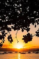 Por do sol na Praia de Santo Antonio de Lisboa. Florianópolis, Santa Catarina, Brasil. / <br /> Sunset at Santo Antonio de Lisboa Beach. Florianopolis, Santa Catarina, Brazil.